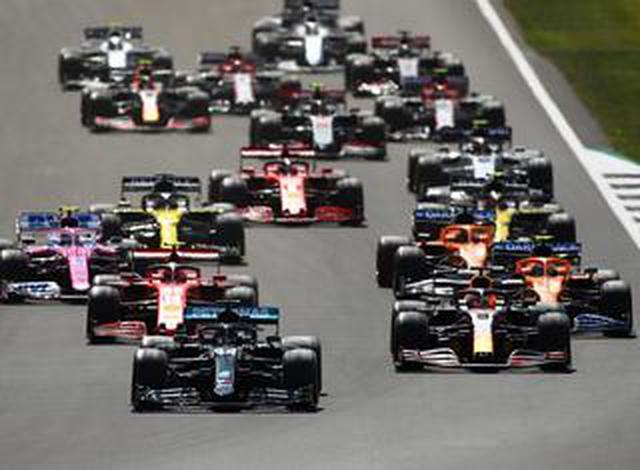 画像: F1第4戦イギリスGP、ハミルトンが3連勝。最終周にまさかのドラマ、フェルスタッペン逆転勝利ならず【モータースポーツ】