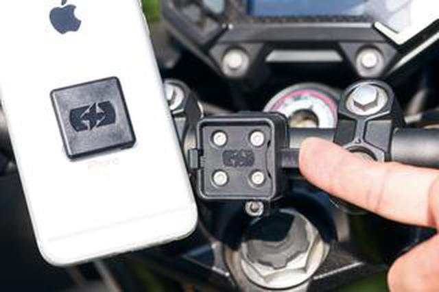 画像: たったこれだけでスマホをバイクに取り付けられる! 安くて簡単、見た目の影響も少ないオックスフォードの「クリッカ850」