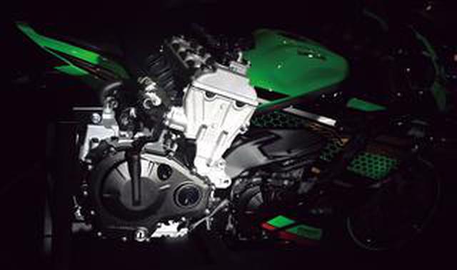 画像: カワサキ「Ninja ZX-25R」のエンジンを徹底解剖! 四半世紀を経て復活した250cc 4気筒の全貌をご覧あれ!