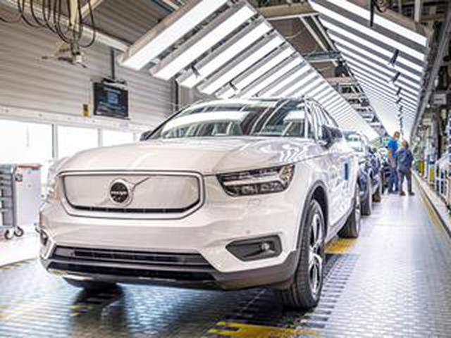 画像: ボルボ初の電気自動車「XC40リチャージ」の生産を開始。2021年内の日本導入を予定するSUV