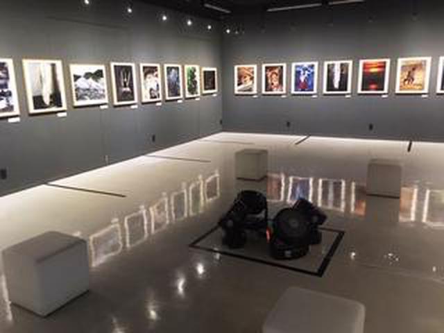 画像: 清水哲朗写真展『おたまじゃくし Genetic Memory』。自身のルーツを探る旅写真の数々。