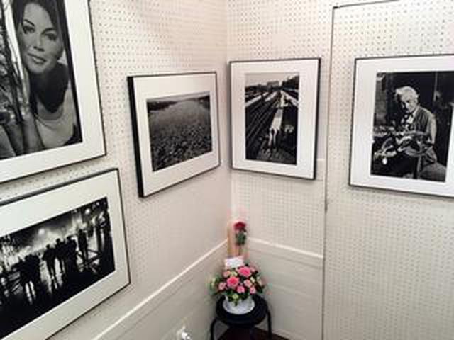 画像: 中藤毅彦写真展『Winterlicht』。約20年前の中東欧を撮影したシリーズ、それらをビンテージプリントとして展示しています。