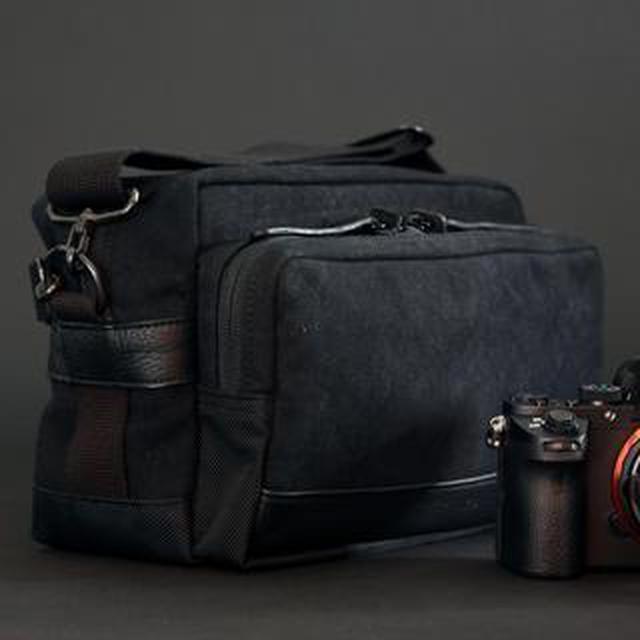 画像: 伝説の「立ち呑み仕様」カメラバッグ、ついに再販開始! INDUSTRIA デュマンフレーバーショルダーS IND-320 価格:2万3100円