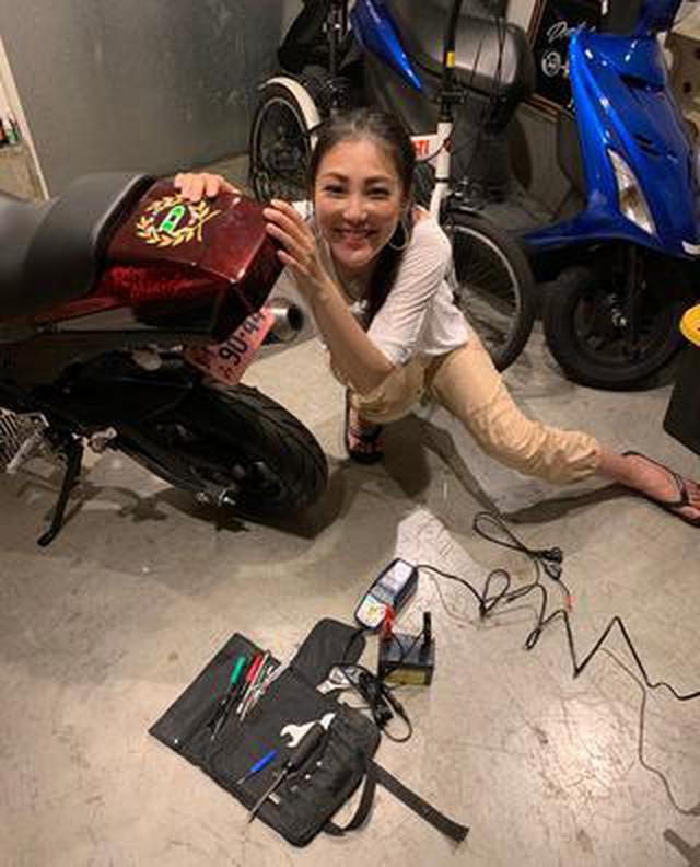 画像: バイクのバッテリー充電が簡単にできるって噂の「オプティメイト4」を使ってみたよ!【福山理子の自腹インプレ】