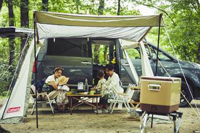 画像: クルマとテントを専用の吸盤で簡単連結! コールマンが提案する新キャンプスタイル