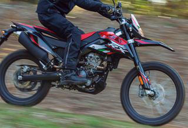 画像: アプリリア「RX125」なら林道&コース走行も存分に楽しめる! 原付二種フルサイズ・オフロードバイクの魅力