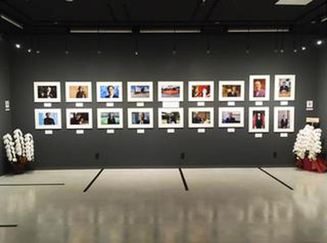画像: 山岸 伸写真展『瞬間の顔 Vol.13』。1年365日、1年100組撮影する、根気と活力を要する写真展です。