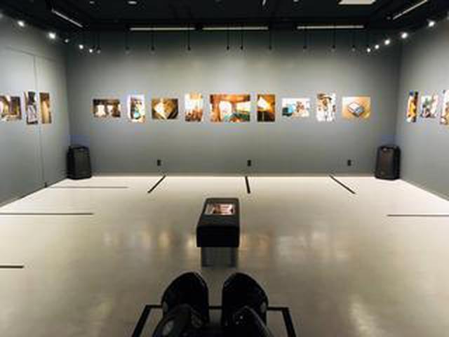 画像: 宇井眞紀子写真展『息の緒』。作者の両親と母方の祖母が暮らした家を解体することになった。作者自身も8年間ほど暮らしたこともあって家の最期を見届けたいと思い、綴った軌跡。