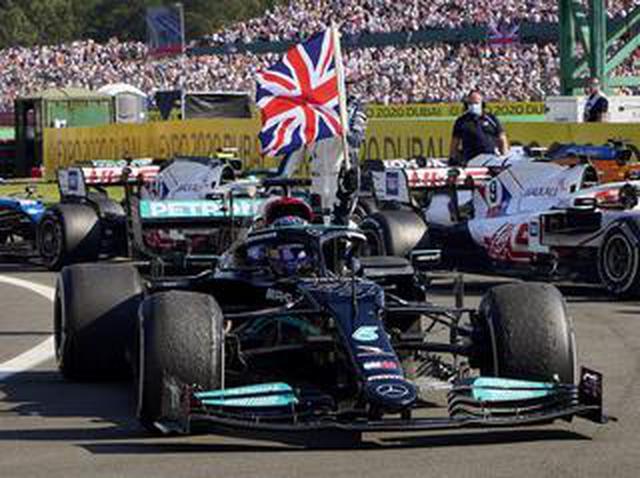 画像: 2021年F1第10戦、ハミルトンとフェルスタッペンが1周目で接触。ハミルトンが逆転勝利するも・・・【イギリスGP決勝】