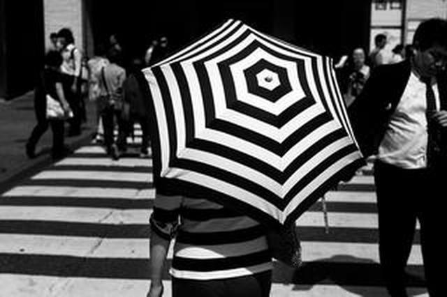 画像: 山田 凌 写真展【拍動】。今回展示する「拍動」シリーズは、作者自身の中に日々揺れ動いている「心」を表現した作品群。山田氏はこれまで常にカメラを持ち歩き、閃きと同時に無意識的にシャッターを切ってきた、という。しかし、ある時からそれが全く出来なくなってし...