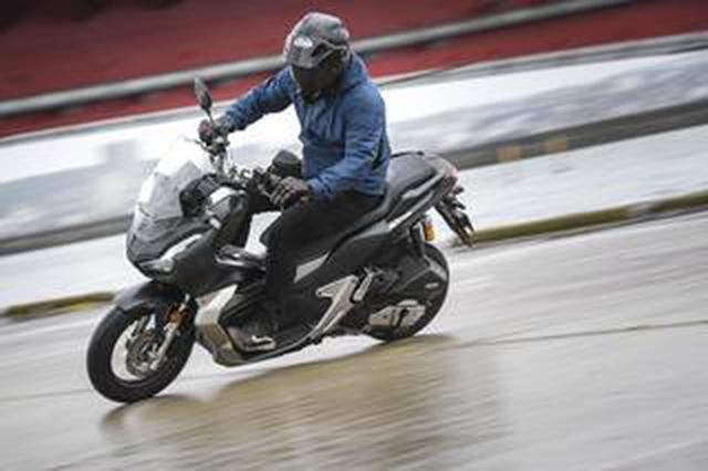 画像: ホンダ「ADV150」通勤インプレ|1カ月間の街乗りで分かった走行性能・使い勝手などをレポート(2021年)