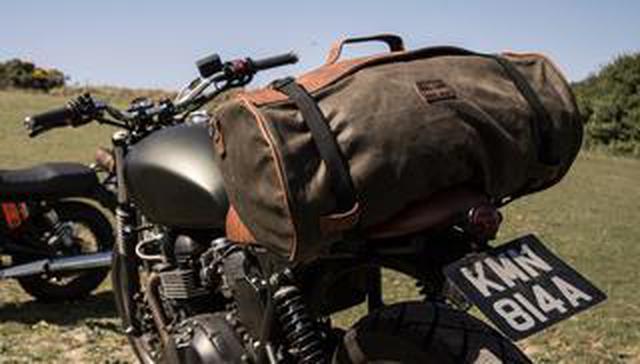 画像: ベルギー発、こだわりが詰まったおしゃれバッグ 「ロングライド」のダッフルバッグは旅するバイクによく似合う!