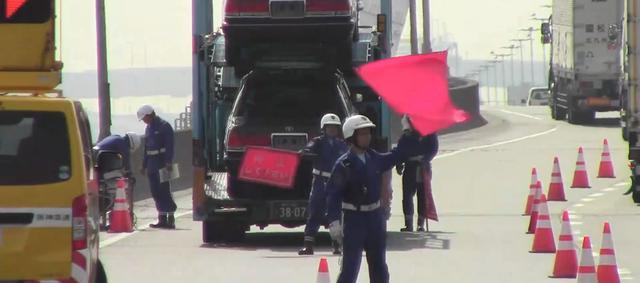 画像: 阪神高速パトロール株式会社 阪神高速道路の交通管理業務(巡回、管制、取締)