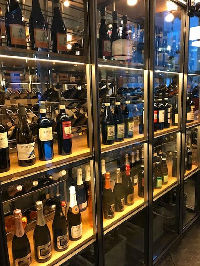 画像2: 300種類以上のワインが楽しめる「just like IT. 渋谷宮益坂店」がオープン!