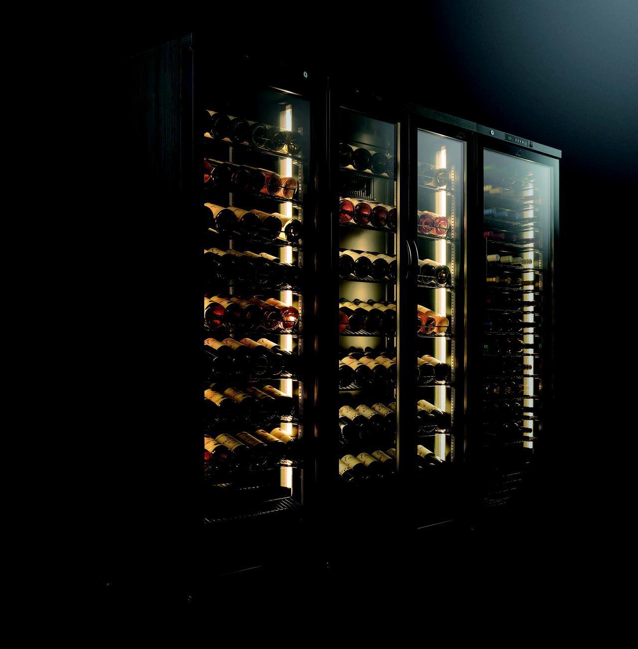 画像: 左から、左開きガラス扉の『ST-308GL(WK)』(w595×d575×h1760mm、90本収納)、観音開きガラス扉の『ST-408FGⅡ(WK)』(w750 × d575 × h1760mm、120本収納)、右開きガラス扉の『ST-308G(WK)』(w595×d575×h1760mm、90本収納)。各オープン価格