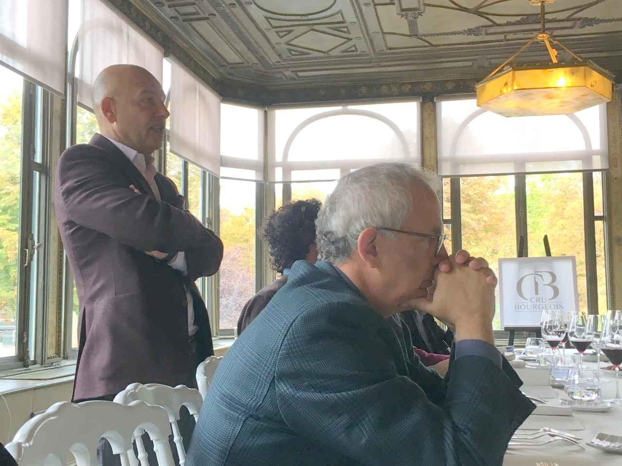画像: レストラン・ルドワイヤンでの試飲昼食会で挨拶するオリヴィエ・キュヴリエ会長