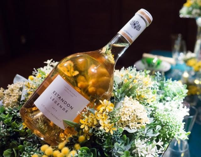 画像: Rosélégance(ロゼレガンス) 日本で唯一のプロヴァンス・ロゼワイン専門輸入会社。 『日本のエレガンスをつくる』を企業理念として新しい文化創造活動を展開中。 今回は香り高い白トリュフに合わせ、 樽熟成6ヶ月の芳醇な味わいでカンヌ国際映画祭で世界のスターやワインジャーナリストたちを魅了した伝説のロゼ「 Légende レジャンド 2015 」などを提供予定。