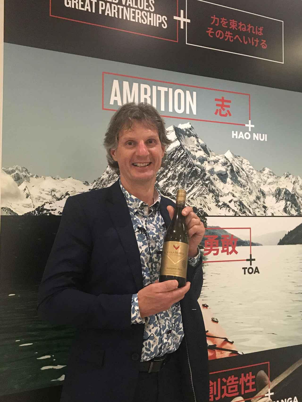 画像: ワインメーカー サイモン・フェル氏 「ニュージーランドは島国で、海の影響を受ける産地です。ワインを造る三つの要素は、テロワール、気候、人間。人が考える栽培や醸造での工夫、イノベーションが良いワインを生むのです」