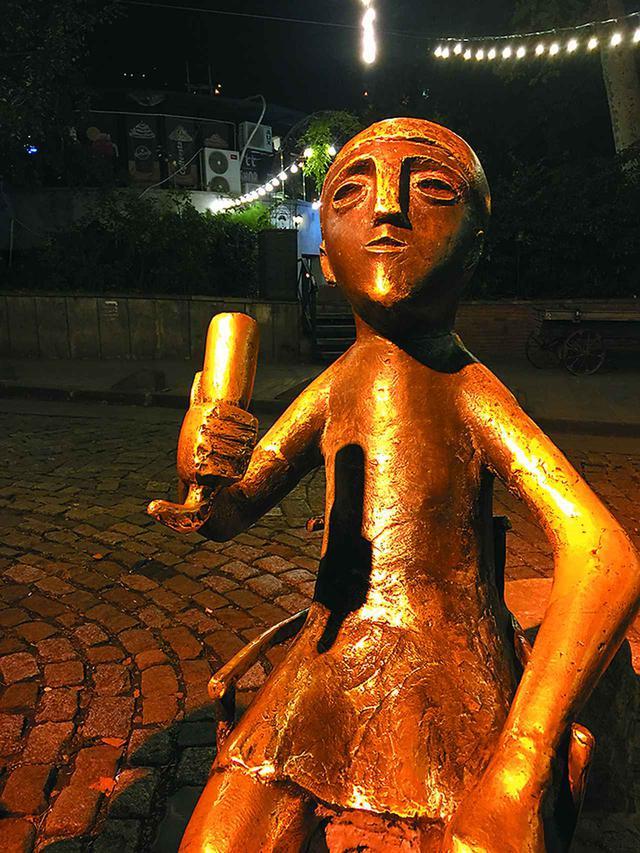 画像: スープラ(宴会)好きのジョージア人! 乾杯を司る宴会の長「タマダ」は酒文化の象徴として愛される