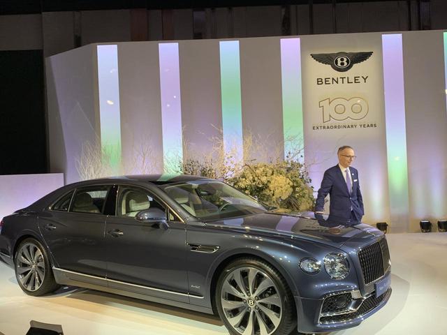 画像: 12月4日には「新型フライングスパー」の発表会が行われた。 ネーミングはそのままに、大胆に生まれ変わった第3世代のベントレーラグジュアリー4ドアグランドツアラー。リムジンのような贅沢さとスポーツセダンの性能を兼ね備えた車だ。