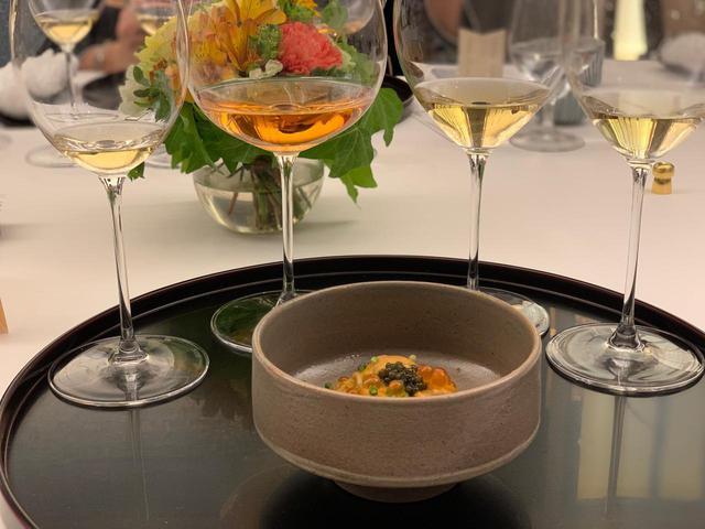 画像: 「雲丹蕎麦 キャビア乗せ」は『ジョワイヨ・ドゥ・フランス ロゼ2007』とナイスマリア―ジュ