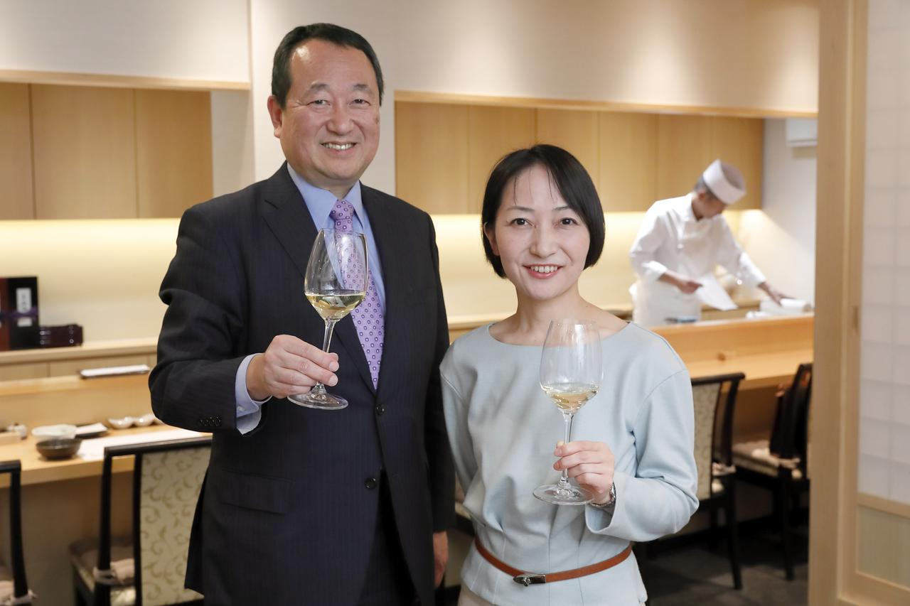 画像: イタリアワインに精通するワインジャーナリストの宮嶋勲さんと、「アンティカ・オステリア・デル・ポンテ 東京」ソムリエであり『第9回イタリアワイン・ベスト・ソムリエ・コンクール』チャンピオンの若原美紀さん