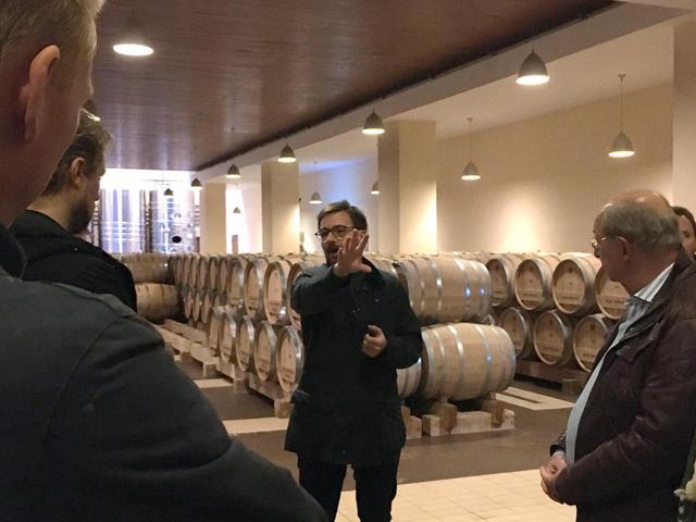 画像: 醸造所、熟成庫を案内するティボー・ガジェ氏