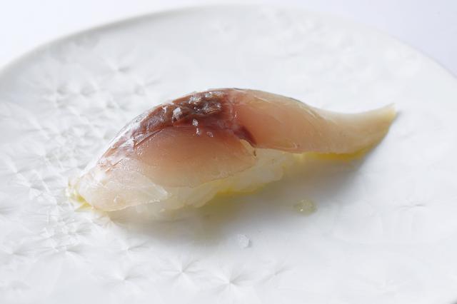 画像: アジの握り オリーヴオイル 塩