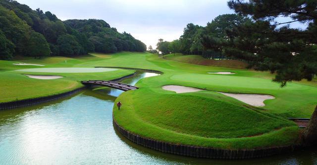 画像: ホテルからクラブバスで約5分の「葛城ゴルフ倶楽部」は、ヤマハレディースオープン葛城の舞台となる山名コースと、自然の丘陵地を生かした宇刈コースの2コースでプレイが楽しめる