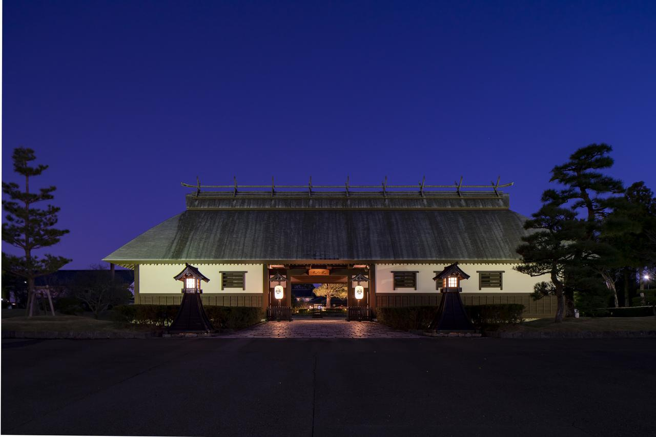 画像: 日々を忙しく過ごす人たちに向けて「ゴルフでリフレッシュし、殿様が城の中で疲れを癒やすように、食事やくつろぎの時間を満喫できるような宿泊施設」をコンセプトとして開業した。 都市型ホテルでは味わえない圧倒的な「自然」、日本の伝統美の粋を集めた「建物」、四季を感じられる「癒やし」、海と大地に恵まれた静岡を味わえる「料理」で、驚きと感動のもてなしを実現する