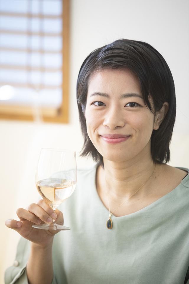 画像: 大葭原風子 Fuko OYOSHIHARA 学生時代、フランスのブルゴーニュに留学し、ワインの奥深さを知る。大学卒業後、ワーキングホリデーで渡仏。この間、ブルゴーニュの1ツ星「Le Charlemagne」や、パリ11区のビストロ「Le Sot l'y laisse」に勤務。帰国後、銀座のフレンチレストラン「THIERRY MARX」にてシェフ・ド・ランを務める。2020年「第9回JSAソムリエ・スカラシップ」受賞