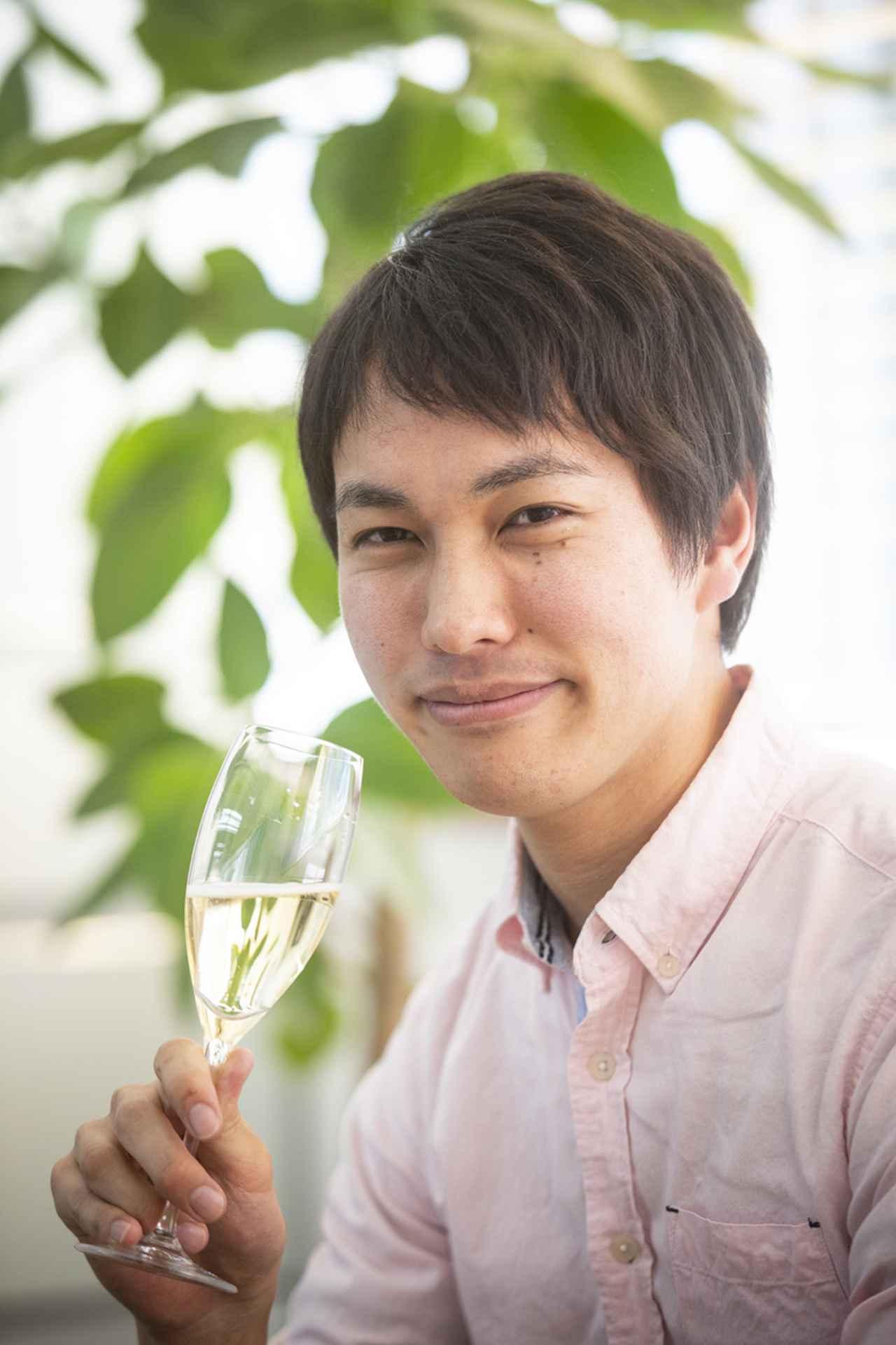 画像: 河内 彪 Kakeru KAWAUCHI 資生堂パーラー「FARO」ソムリエ。幼い頃に見たカクテル本に興味を持ち、料飲の道を志す。ニュージーランド、ホークス・ベイにてブドウ栽培、ワイン醸造を経験し、現地ホテルにてソムリエとして就労。「なだ万」、マンダリンオリエンタルホテル東京「Signature」、「Maison de MINAMI」ソムリエを経て現職