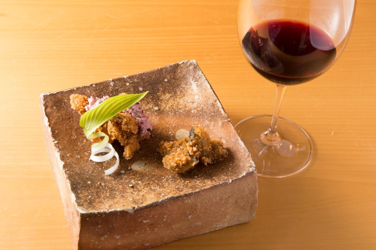 画像: 牡蠣と大浦ゴボウ サクサク揚げ しば漬けタルタル