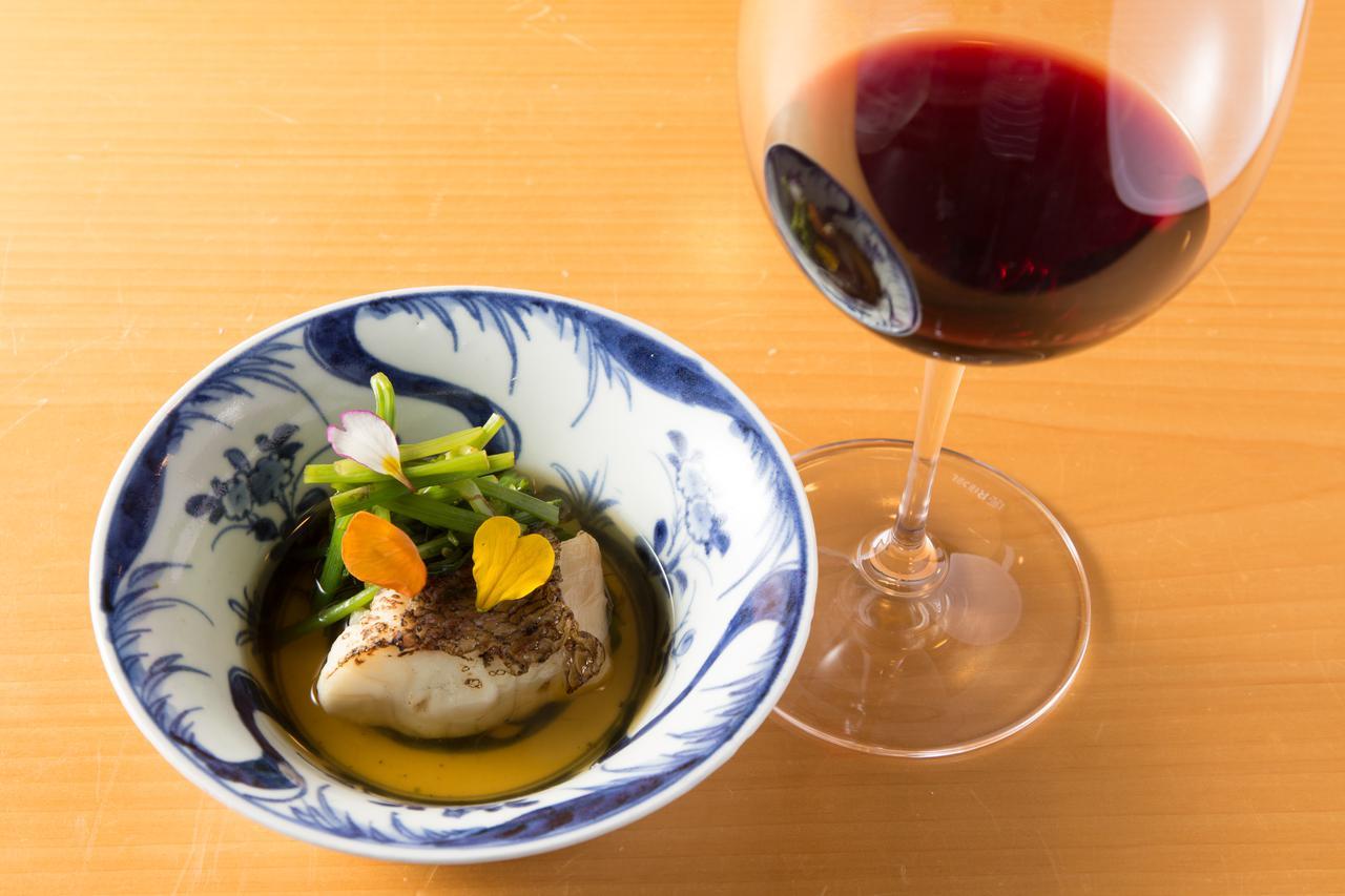画像: 鳴門鯛とセリの炊き合わせ