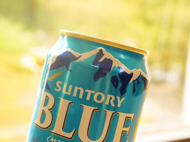 画像: パッケージは、ブランドカラーである「クリアブルー」を基調として、すっきりとした味わいと爽快感を象徴する壮大な雪山の背景を配した