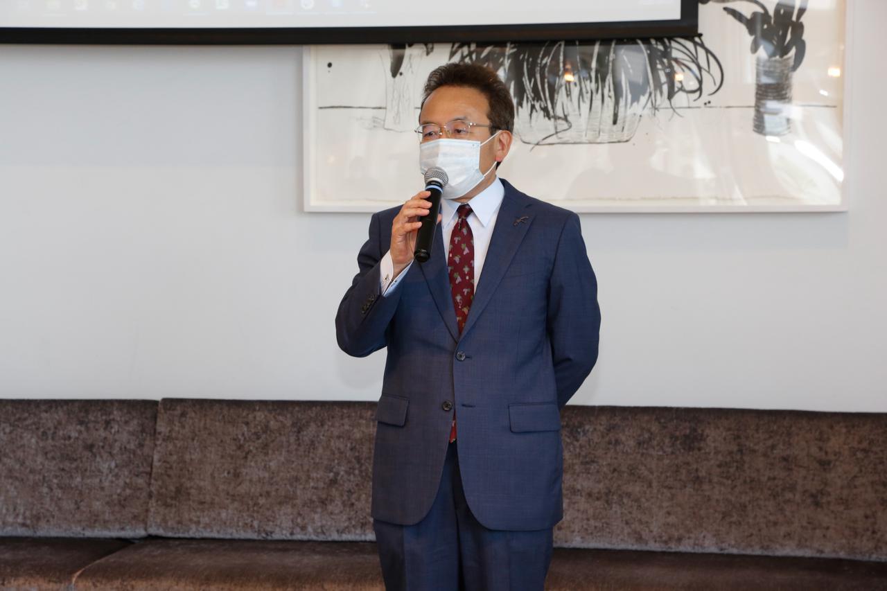 """画像: 審査委員長の遠藤利三郎氏。総評として「日本ワインの質がとても向上していると感じた。今年は4ツ星、3ツ星が増えた。4ツ星の中には""""あと一歩で5ツ星に!""""というワイナリーも多くあったので、来年は5ツ星が増えるのではないかと期待している」と語った"""
