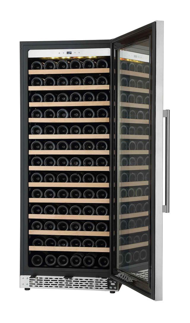 画像: 『プロセラーFJP-320GS(SS)』。扉は右開きで収納本数は133本。設定温度は5~20℃で1温度タイプだ