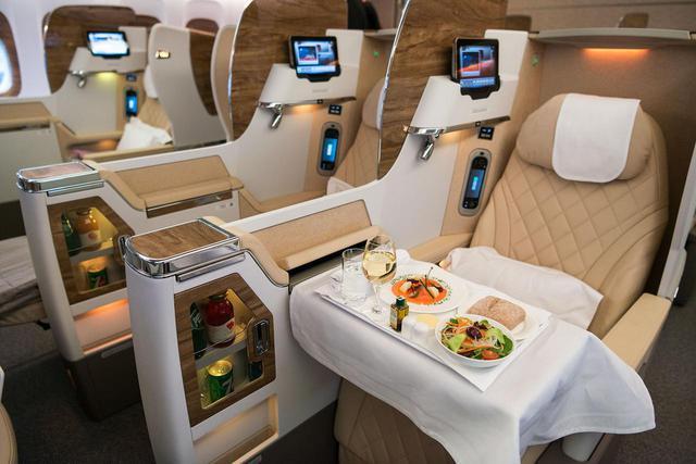 画像: 「エミレーツ航空」が、ワイン専門家によるチュートリアル動画を配信。機内と同じ映像がYoutubeでも視聴可能
