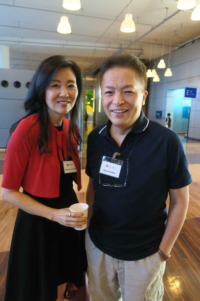 画像: マスター・オブ・ワインのジニー・チョウ・リーさんと児島速人氏