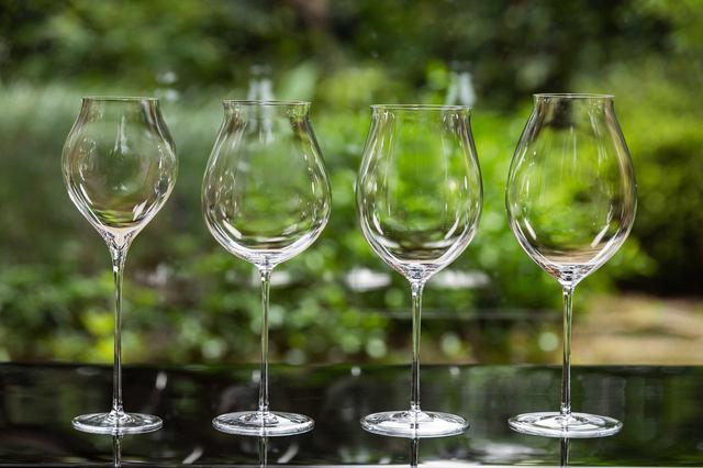 画像: 「シャンパーニュ」「白ワイン」「ブルゴーニュ」「ボルドー」各2脚セット。1セット1万8000円