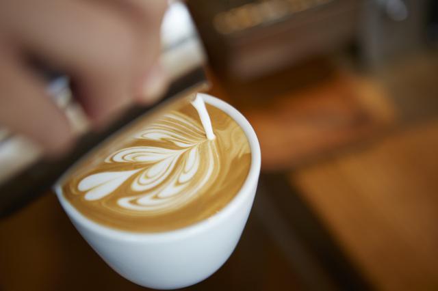 画像: ◀コーヒーは代々木上原のハイセンスなカフェ&バー『No.(ナンバー)』のコーヒー監修をしたことで知られるSwimの小田政志氏によるもの。