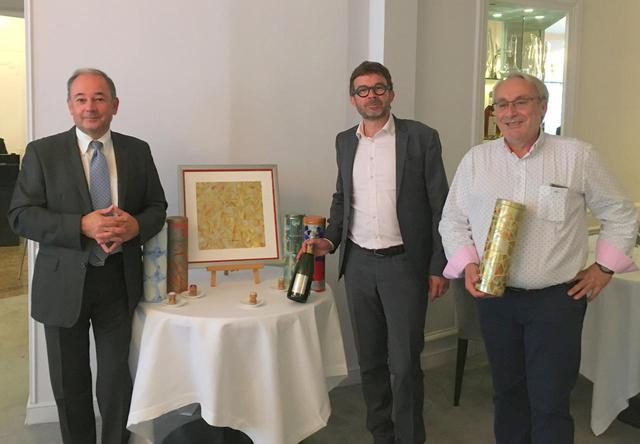 画像: ゼネラルマネジャーのジャン・フランソワ・プレオ氏(左)、シェフ・ド・カーヴのセバスチャン・モンキュイ氏(中央)、会長のグザヴィエ・ミュレール氏