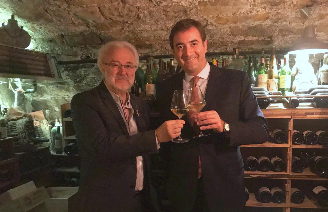 画像: フィリップ・フォルブラック氏(左)と「ドメーヌ・ド・バロナーク」管理責任者のオギュスタン・デュシャン氏