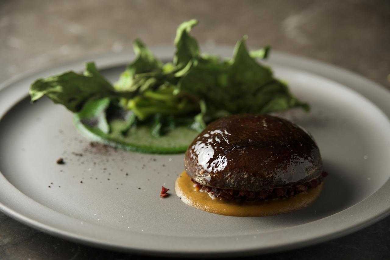画像: ヴィーガンショートコース 「椎茸のファルス 野菜コンソメのリダクションソース」