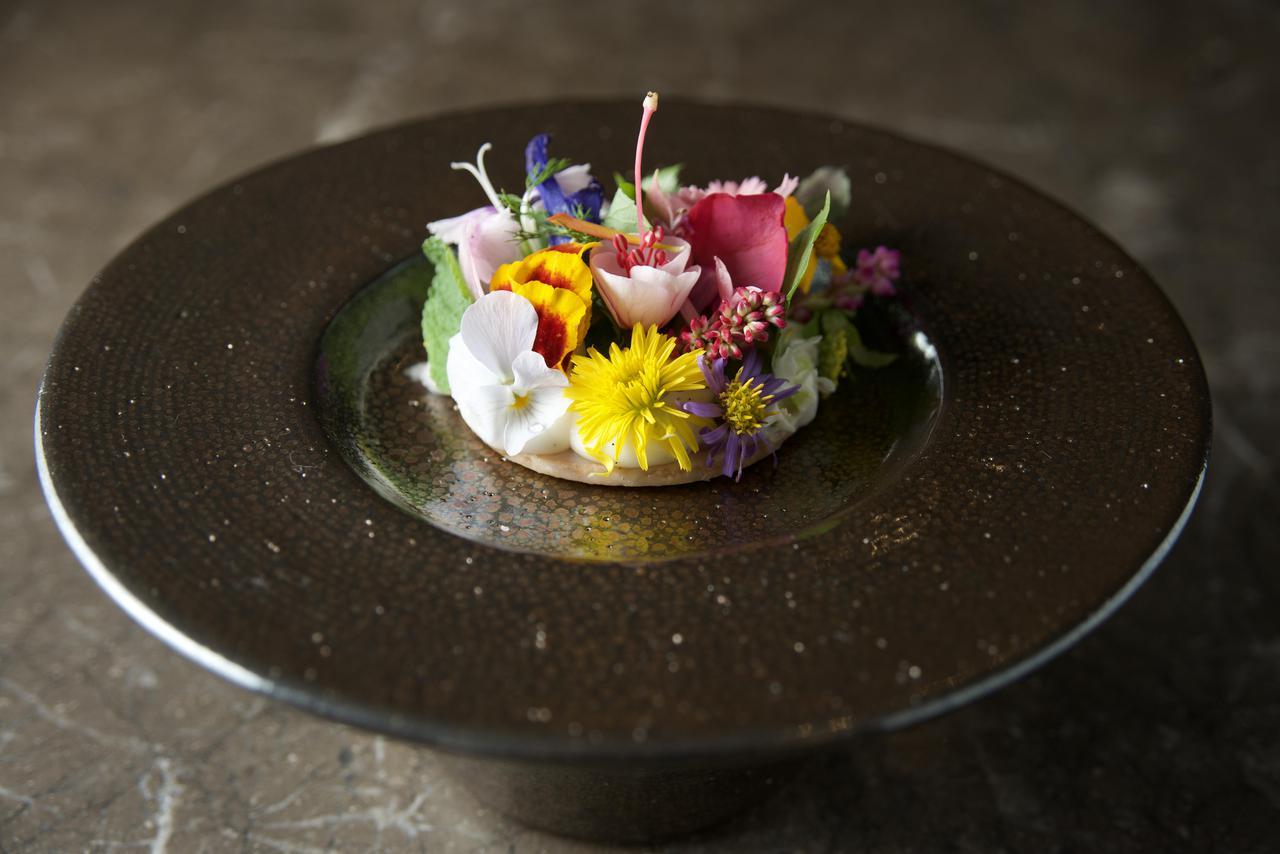 画像: 「花のタルト」 アラカルトで注文可能