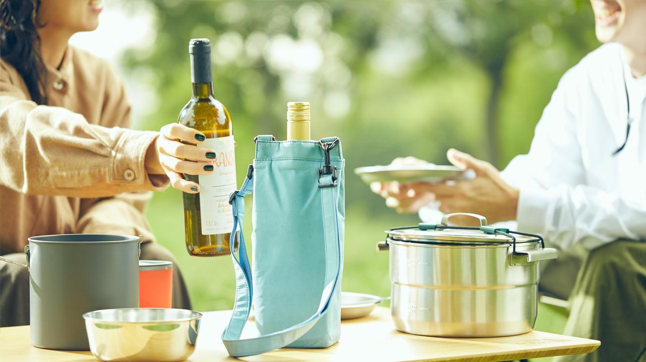画像: どこでもWINEバッグ 防水にもすぐれ、衝撃にも強い素材 おしゃれなデザインで、テーブルの上に置いても活躍