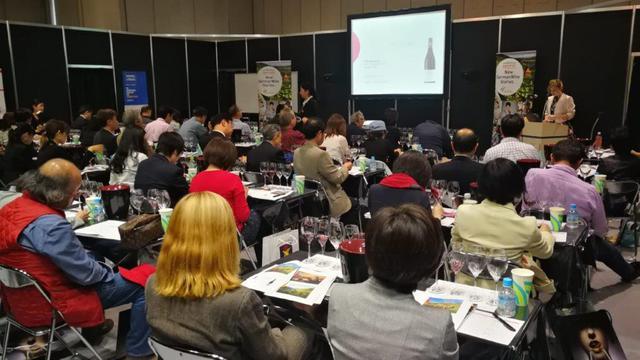 画像: 日本を代表するソムリエによるワインセミナーが行われる