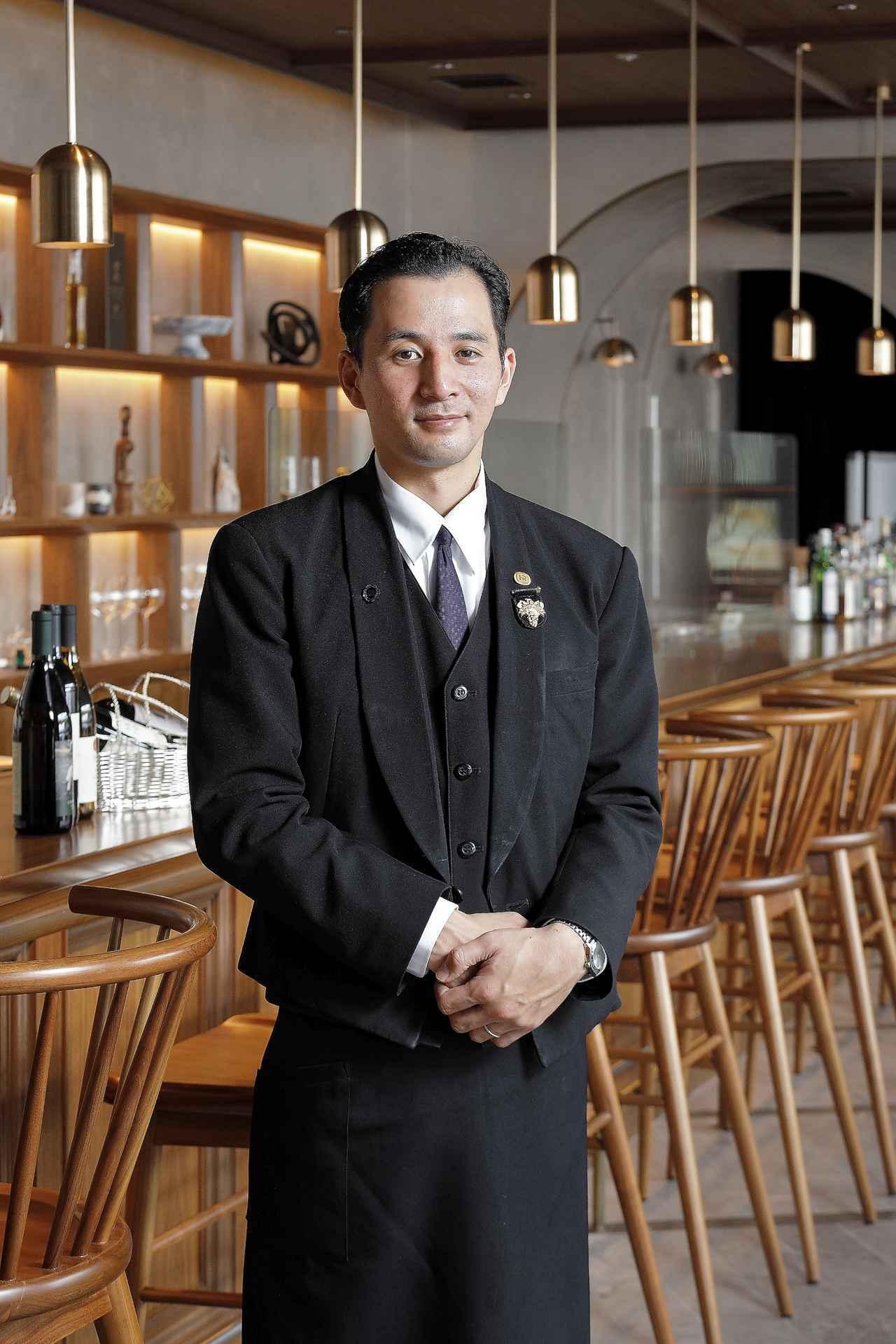 画像: 「カジュアルなものからレアなワインまで幅広くご提供しています」と「ザ セラーN バロン・ナガサワ」田中健一郎店長