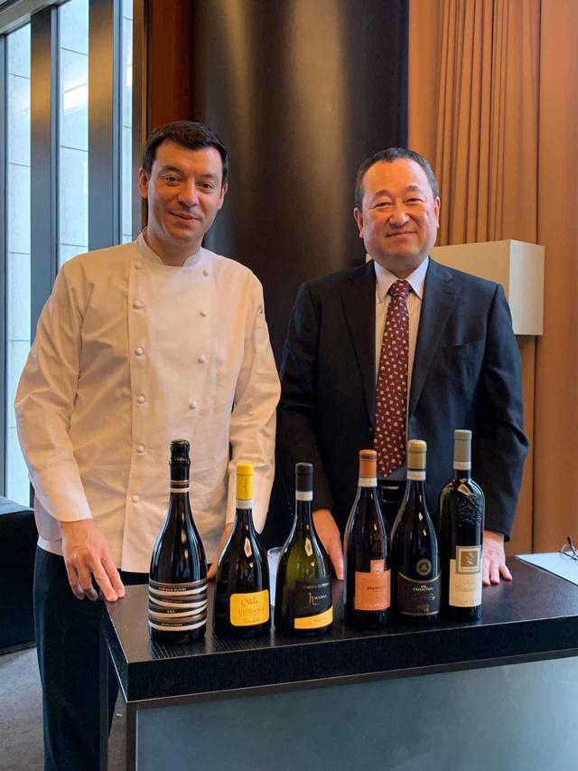画像: 左から、総料理長ルカ・ファンティン氏と宮嶋勲氏