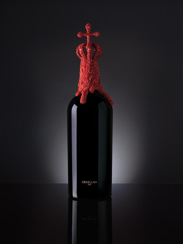 画像: ベルギーの現代美術作家ヤン・ファーブル氏による「ヴェンデミア・ダルティスタ」のボトル